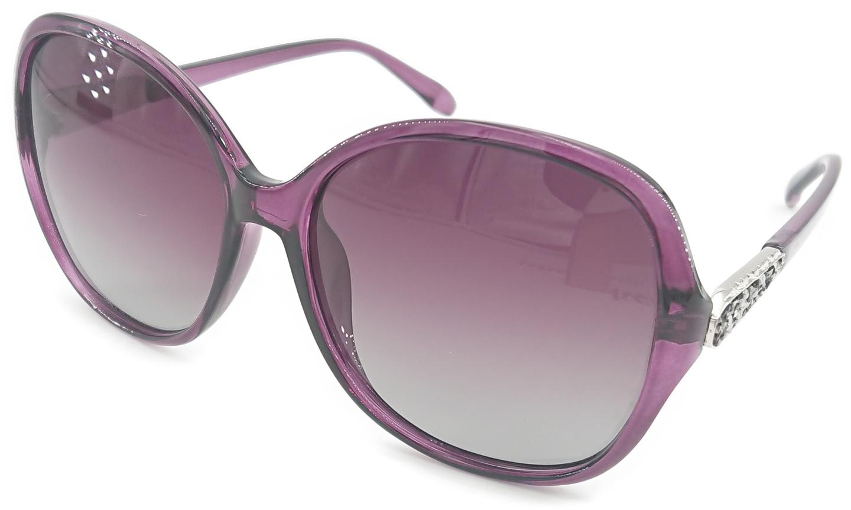På billedet ser du variationen Lux, dame solbriller med etui fra brandet Veithdia i en størrelse H: 6,2 cm. B: 6,4 cm. i farven Lilla