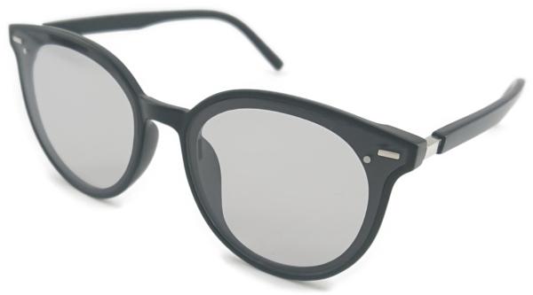 På billedet ser du variationen Sweet, dame solbriller med etui fra brandet Veithdia i en størrelse H: 5,6 cm. B: 6,2 cm. i farven Grå